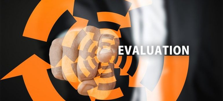 Čovek upire prstom na evaluaciju kao način za dobijanje veće poslovne vrednosti od PLM-a.